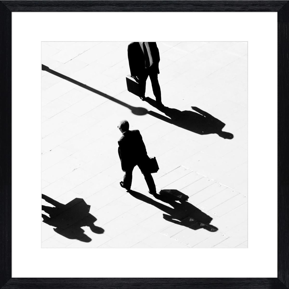 shadow-walking_black